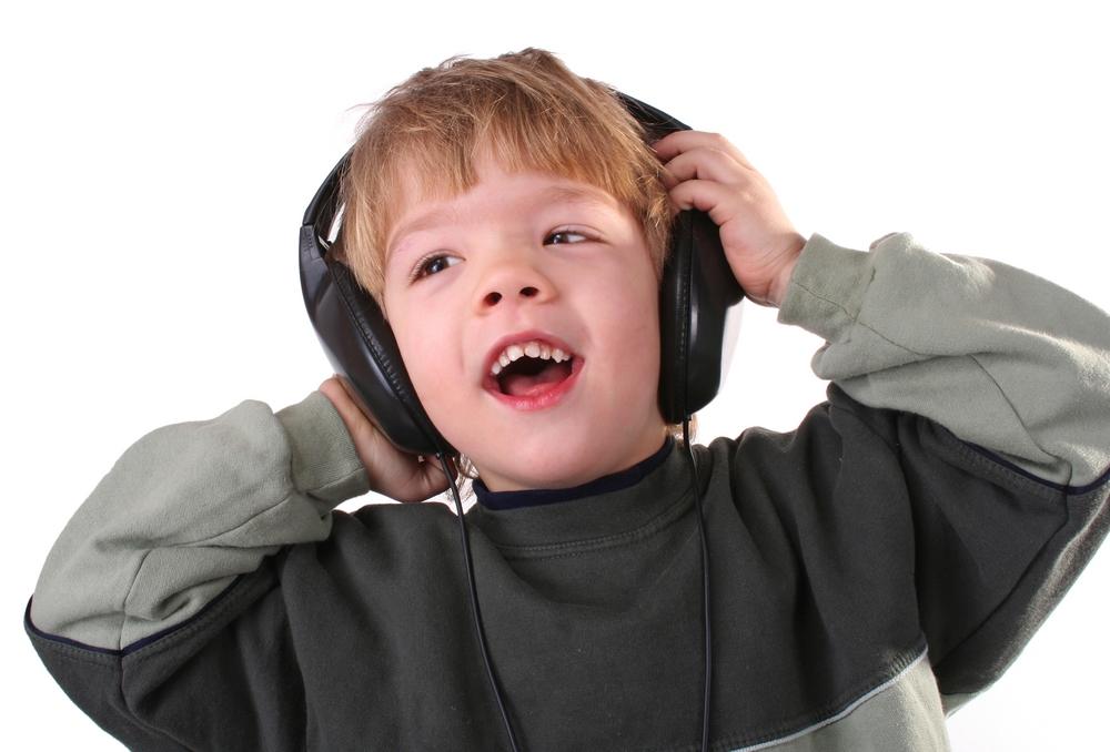Cuántos decibeles puede soportar el oído en el ser humano?
